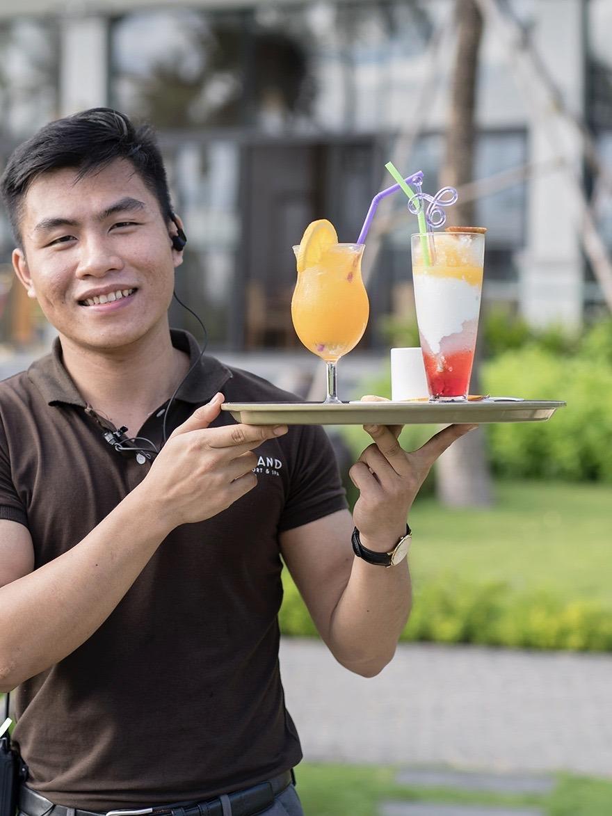 Nhan vien nha hang Cocoland River Beach Resort and Spa